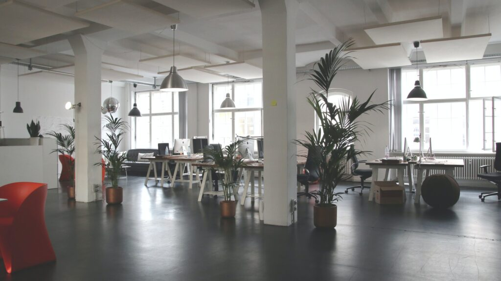 Öppen arbetsplats utan avskärmning mellan arbetsplatserna